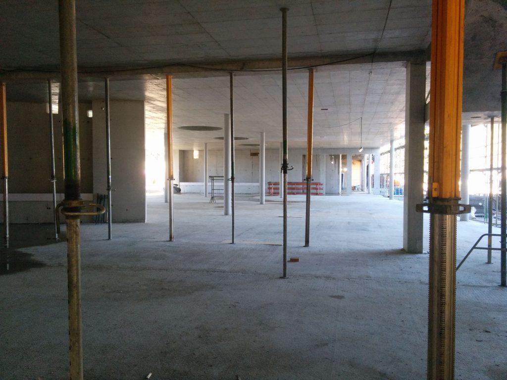 Blick von der Aula in Richtung der Bibliothek